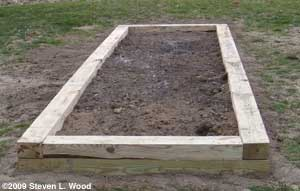 Narrow raised bed