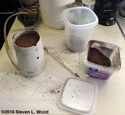 Milling sphagnum peat moss