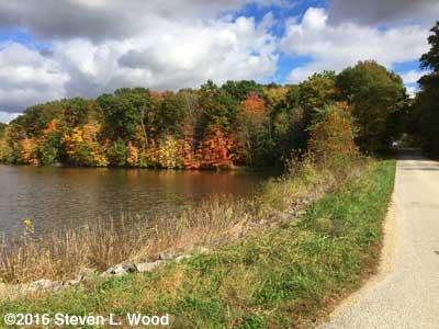 Fall color along Turtle Creek Reservoir