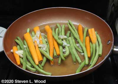 Carrots and green beans steaming