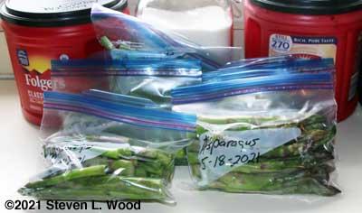 Asparagus bagged in Ziplock freezer bags